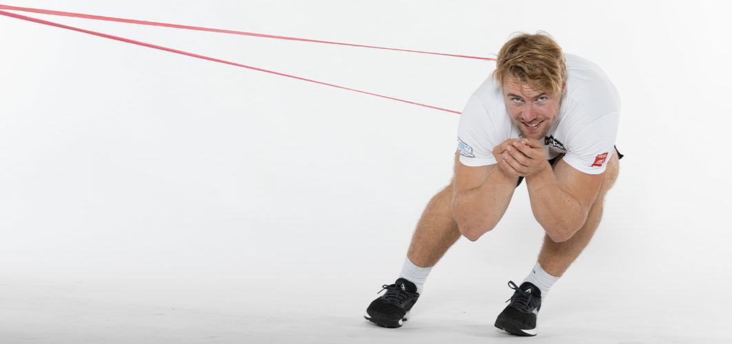 Aleksander Aamodt Kilde viser øvelse
