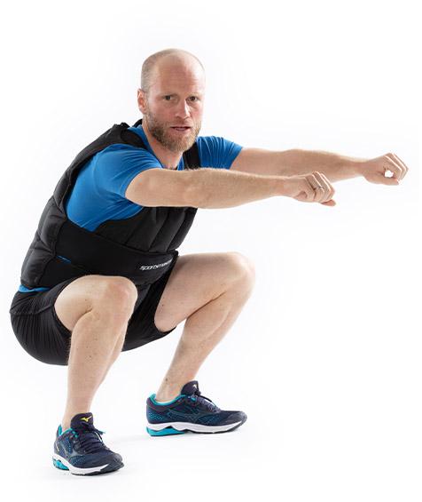 Martin Johnsrud Sundby trener med vektvest