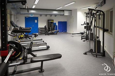 Asker Tennis treningsrom med treningsapparater