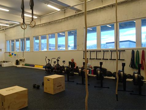 Crossfit Lørenskog treningsstudio med tau og powerbox