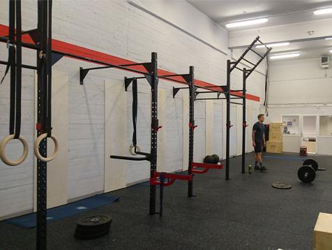 Crossfit Lørenskog treningsstudio med veggmonterte racks