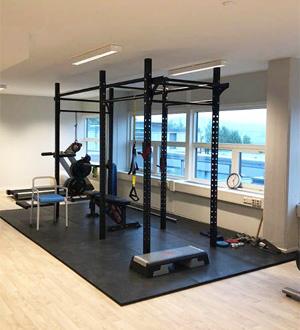 Haugerudklinikken treningsrom utstyrt med rigg