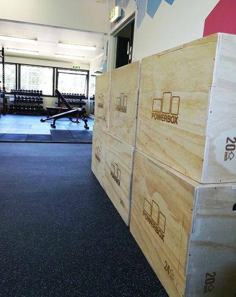 Hurdal Verk Folkehøyskole treningsrom med power box