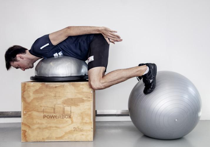 Jarl Magnus Riiber trener på powerbox med ball
