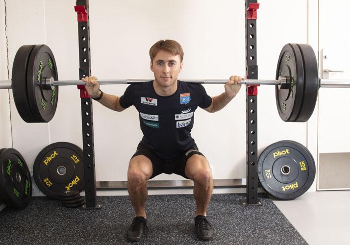 Jarl Magnus Riiber trener med styrkepakke