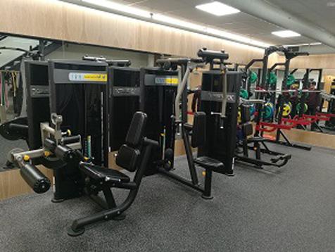 Eiendomshuset Malling treningsrom med styrkeapparater