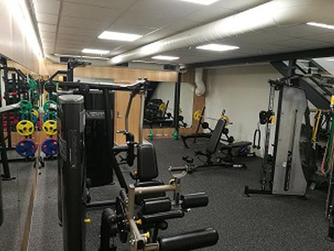 Eiendomshuset Malling treningsrom med enkeltstasjoner