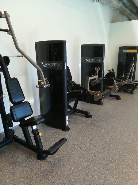 Nes Arena/Hvam I.L treningsrom med styrkeapparater