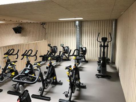 Odda VGS treningsrom med spinningsykler