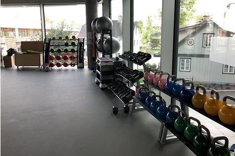 Orkla treningsrom frivektsområde med manualer og kettlebells
