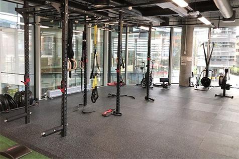 Orkla treningsrom med rigger