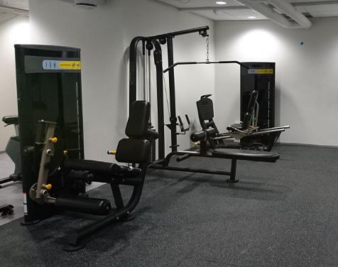 Rykkinn Fysioterapi og Trening treningsrom med styrkeapparater