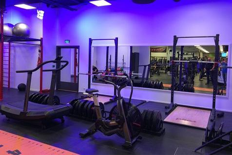 Sportsenter1 med AirRunner, spinningsykkel, racks