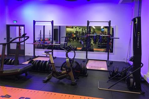 Sportsenter1 treningsrom med treningsapparater