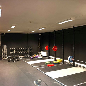 Wang Toppidrett treningsrom med løfteplattformer