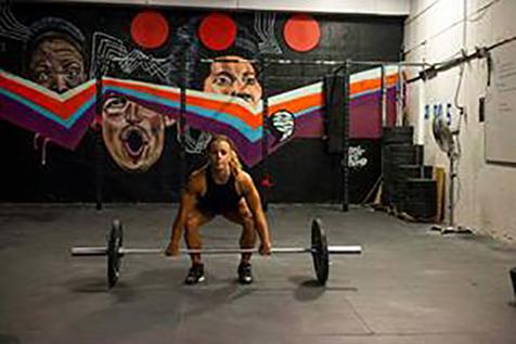 Kristin Holte viser hvordan utføre overhead squat