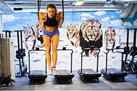 Kristin Holte viser hvordan utføre Muscle up