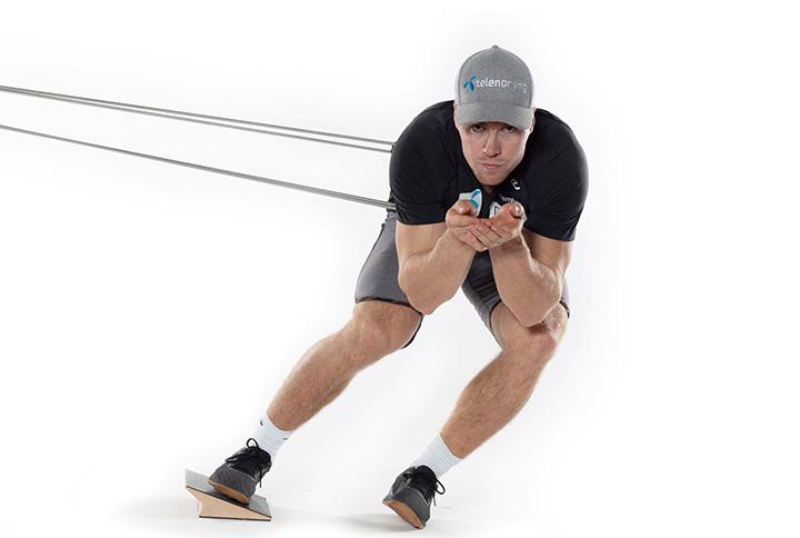 Aleksander Aamodt Kilde viser øvelse med strikk 2