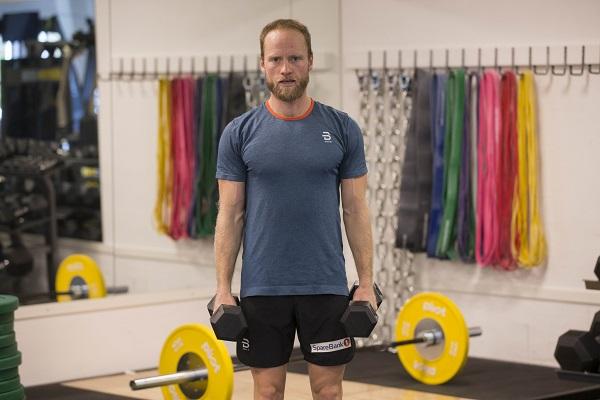 Martin Johnsrud Sundby viserSidehev med manualer 1