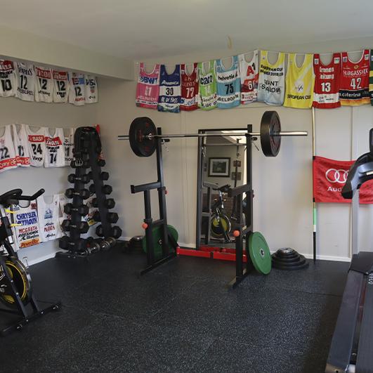 Atle Lie McGrath sitt treningsrom hjemme