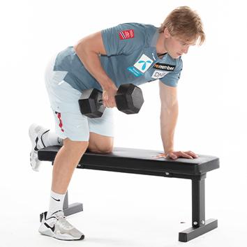 Atle Lie McGrath bruker treningsbenk i styrketreningen sin